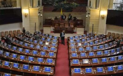 Demandan ley que debilitó el régimen de conflicto de interés en el Congreso